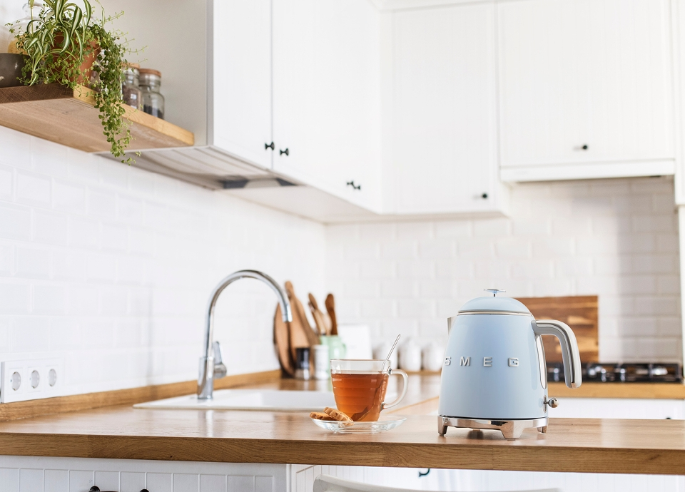 La mini bouilloire, la nouveau'thé du printemps | SMEG France