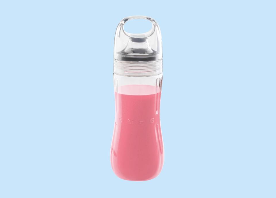 Emportez votre smoothie avec vous avec la bouteille du blender SMEG