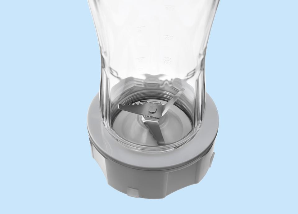 Des lames directement dans la bouteille du blender SMEG
