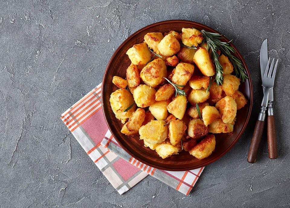 Para las crujientes patatas asadas: