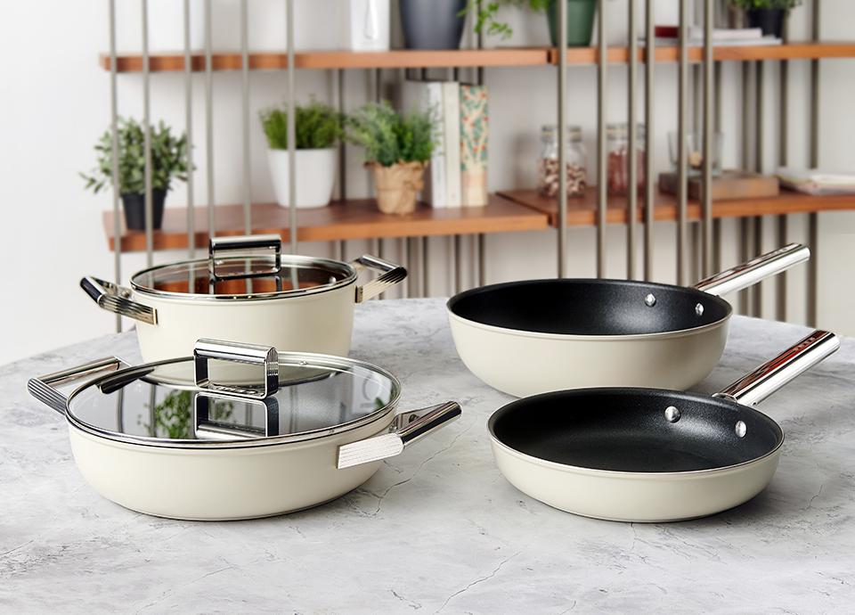 Серия посуды Smeg