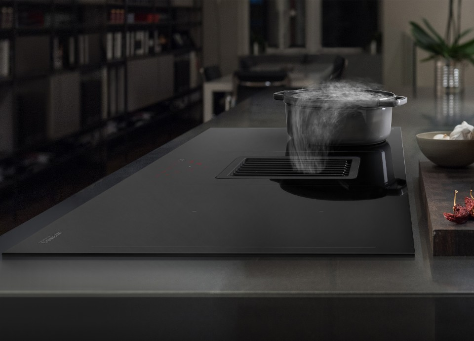 Cooktop with integrated hood