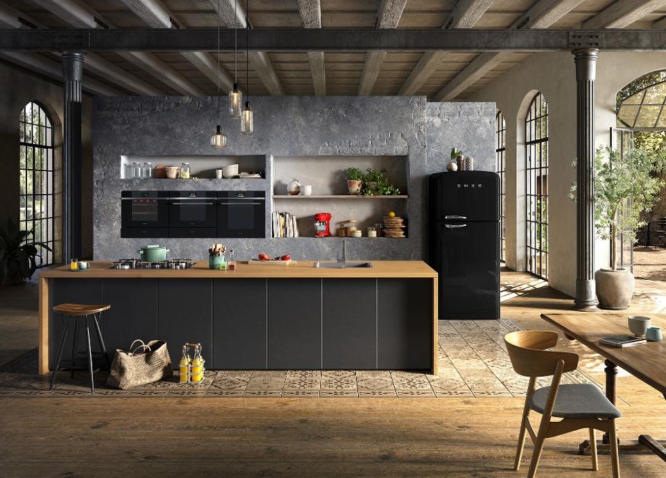 total black kitchen