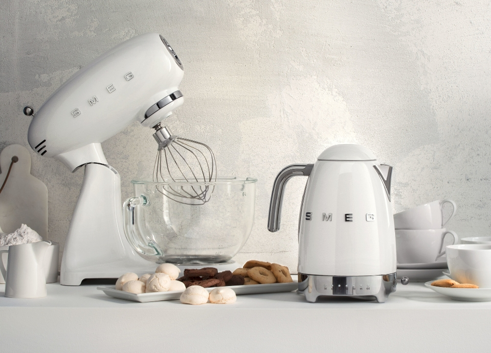 Full color stand mixer